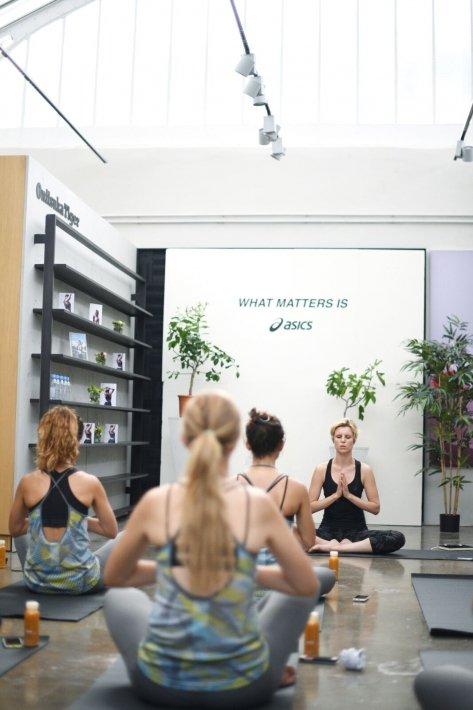 pia-le-cannu-yoga-photo-Melchior-Abeille-pour Asics