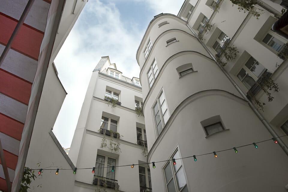 H tel grand amour rue de la fid lit boutique h tel et restaurant - Hotel grand amour paris ...
