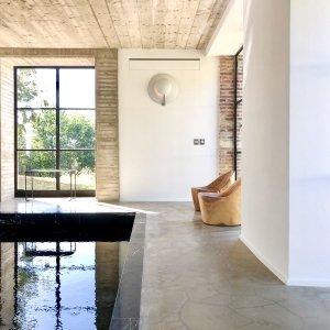 piscine intérieure maison ceronne