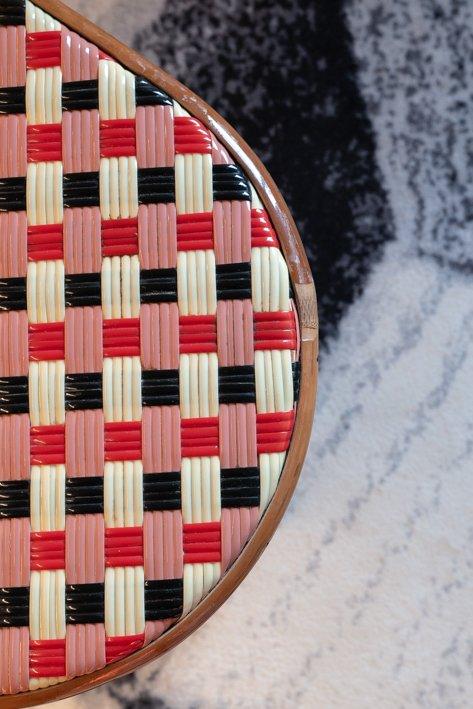 chaise osier rouge et noir